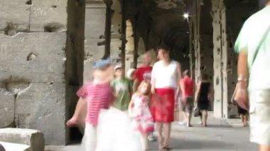 Moves in lobby in Coliseum in Rome, Italy. — Stock Video