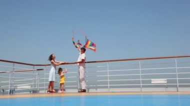 Family flying a kite on deck of ship — Stock Video