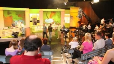 "Spectators in studio of TV show ""Culinary Battle"" on channel NTV in Moscow — Stock Video"