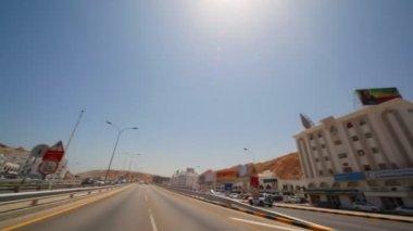 вид из движущегося автомобиля в muscat - столица омана — Стоковое видео