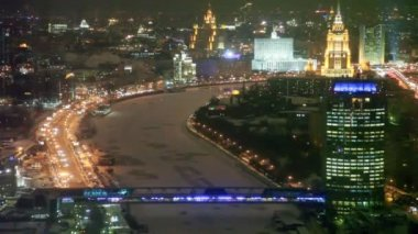 Top view of night Bagration bridge and office block Tower 2000 in Moscow — Stock Video