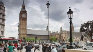 Are going in London near Big Ben in London, UK. — Stock Video