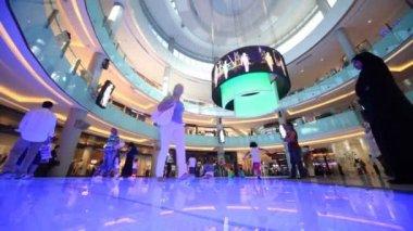 Bottom view on Dubai Mall with visitors inside in Dubai, UAE. — Stock Video