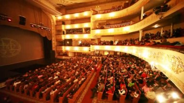 "In hall expect continuation of operetta ""Graph Monte Cristo"" at Moscow Operetta Theater — Stock Video"