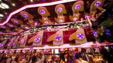 Eats in restaurant and looks show in Costa Deliziosa - the newest Costa cruise ship — Stok video