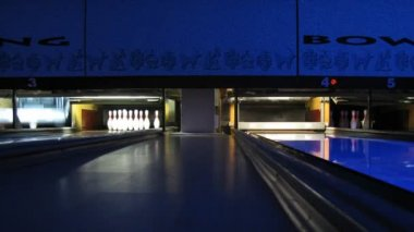 Pinsetters work in bowling club, time lapse — Wideo stockowe