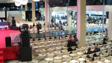 People wait for French Fashion Evening to begin in Jewelry House Estet — Stock Video
