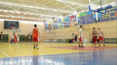 Young men play basketball in Russian State University — Stock Video