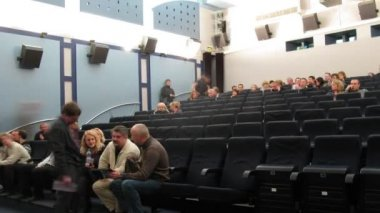 People gather in cinema hall of 35 MM club — Vídeo de stock