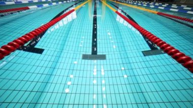 Deep sports swimming pool with clean clear blue water and roads — Stock Video