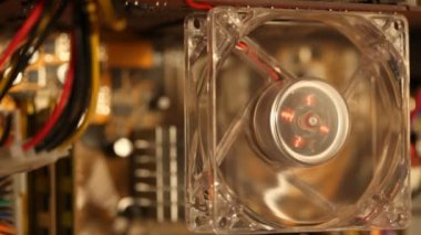 Computer ventilatore con illuminazione a led multicolore smettono di funzionare — Video Stock