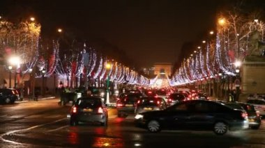 Many cars traveling at crossroads of Champs-Elysees — Stock Video