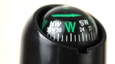 Closeup kompasu otočit — Stock video