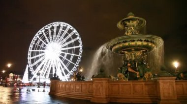 Fontaine des Mers at Place de la Concorde and Lighted Ferris wheel — Stock Video