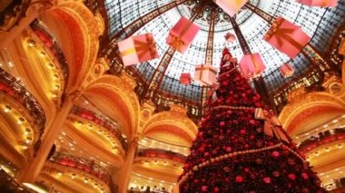 Christmas tree in department store — Stock Video