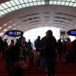 People in airport Charles De Gaulle — Stock Video
