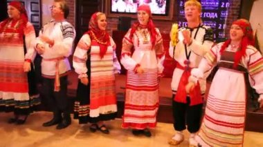 Russian folklore ensemble Obereg sings song — Stock Video