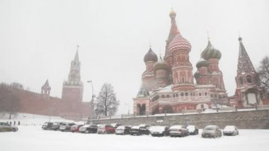 Moscow Kremlin's Spasskaya Tower and Saint Basil's Cathedral — Stock Video