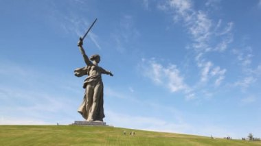 Monument of Native land-mother in Volgograd. — Stock Video