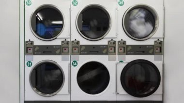 Lavadoras en lavadero público — Vídeo de Stock