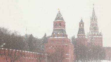 Moscow Kremlin's towers under huge snowfall — Stock Video