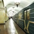 Train arrives at Komsomolskaya subway station — Video Stock
