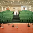 One man comes into empty conference hall — Vídeo de stock
