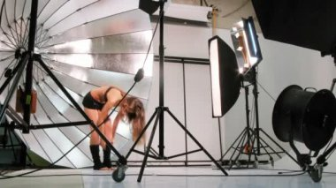 Young sport model pose for photographer in studio — Stockvideo