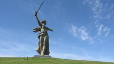 Monumental Motherland Calls statue in Volgograd — Stock Video