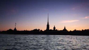 Petropavlovskaya Fortress and Neva River in white nights — Stock Video