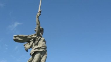 Monumental statue Motherland Calls in Volgograd — Stock Video