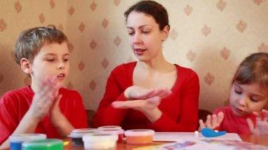 Children play with woman, sculpt plasticine — Stock Video