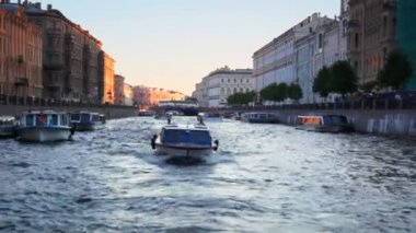 Boat floats on river channel to St. Petersburg — Stock Video