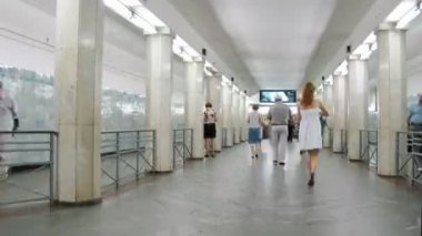 Human traffic at Metro station Sokolniki — Stock Video