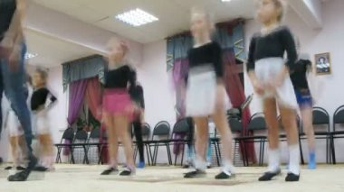 Group of girls warm-up before dancing classes — Stock Video