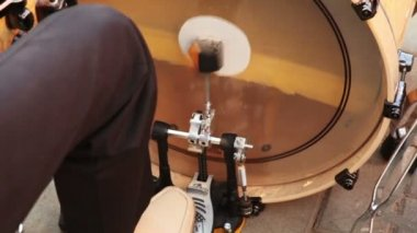 Man playing bass drum — Stock Video