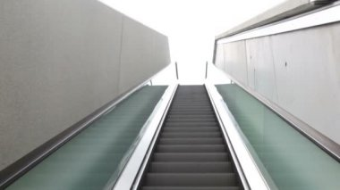 Escalator steps are rising outdoor — Stock Video