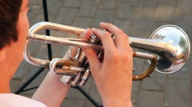 Man playing trumpet march music — Stock Video