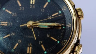 Antique gold wristwatch with moving second hand — Wideo stockowe