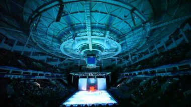 Lichteffekt tijdens het schaatsen toon in ds megasport bij khodynskoe veld — Stockvideo
