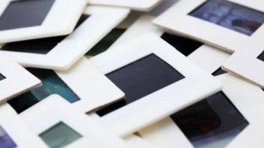 Massa bilder i vitt inramad roterar medurs — Stockvideo
