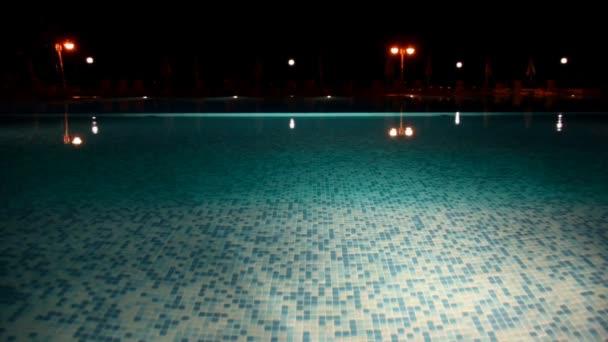 Surface de la piscine de l'eau — Vidéo
