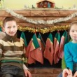Brother and sister sit with parents in front of fireplace — Stock Video
