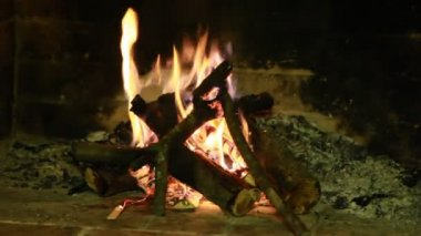 Stacked logs burning in stone fireplace in cozy house — Stock Video