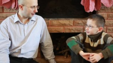 Father says his son in front of fireplace on Christmas — Stock Video