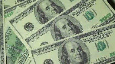 Sto dolarů bankovek otáčet ve dvou úrovních — Stock video