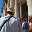 Pilgrims climb stairs near entrance in St. Peters Basilica (Basilica di San Pietro) — Stock Video