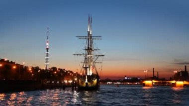 Ship standing at pier on Neva night — Vidéo