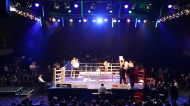 Break during boxing match in hall BARVIKHA LUXURY VILLAGE — Stock Video