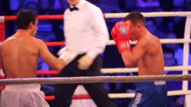 Boxing match is in illuminated hall BARVIKHA LUXURY VILLAGE — Stock Video